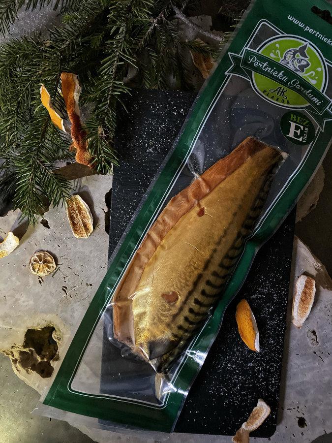 Cold smoked mackerel flap (closed)