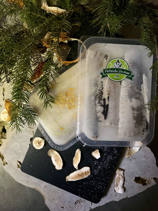 Pickled herring with dried oranges (350g)